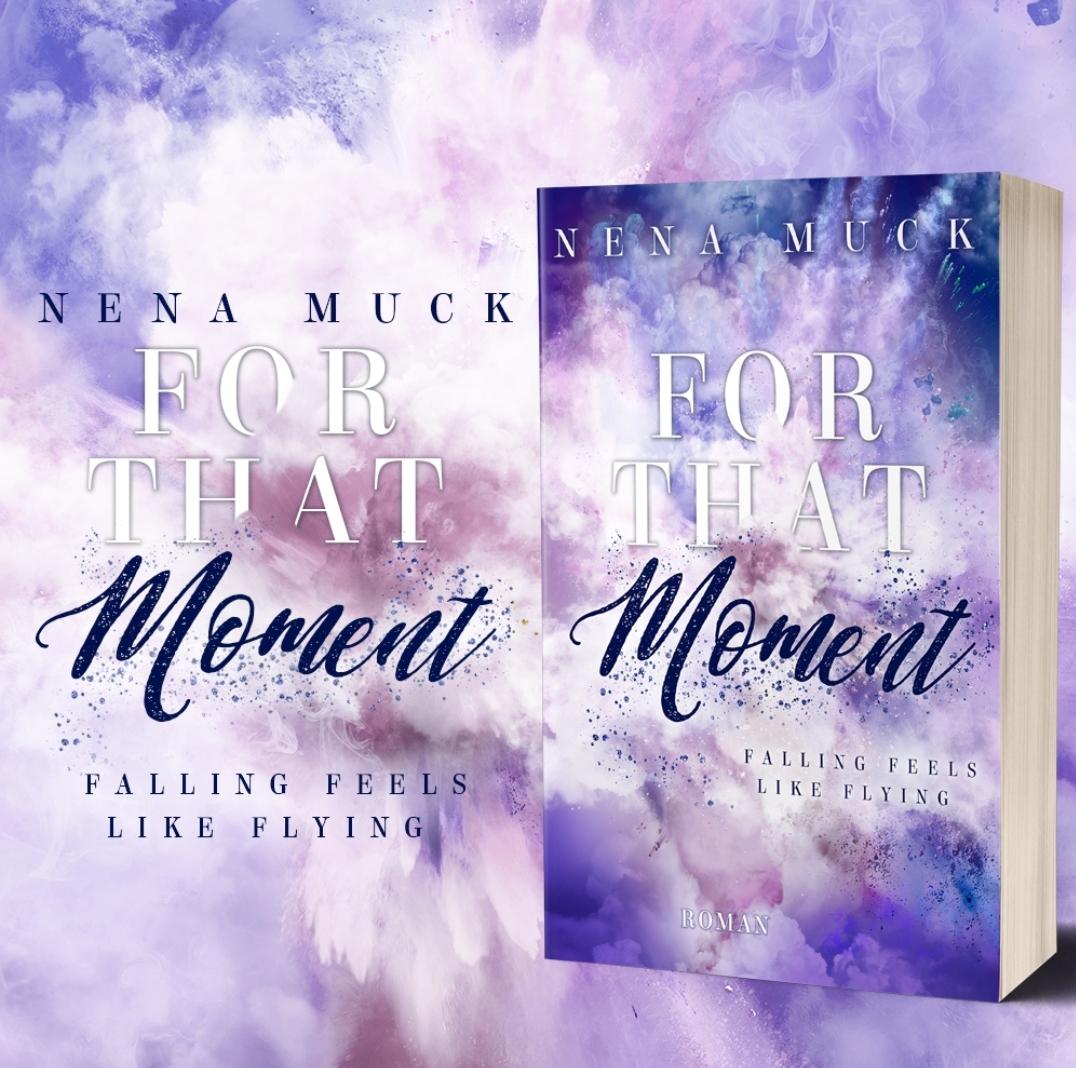 Signiertes Printexemplar zu For that Moment – falling feels like flying von Nena Muck inklusive 2 Postkarten mit Illustration der Protagonisten und einem passenden Lesezeichen